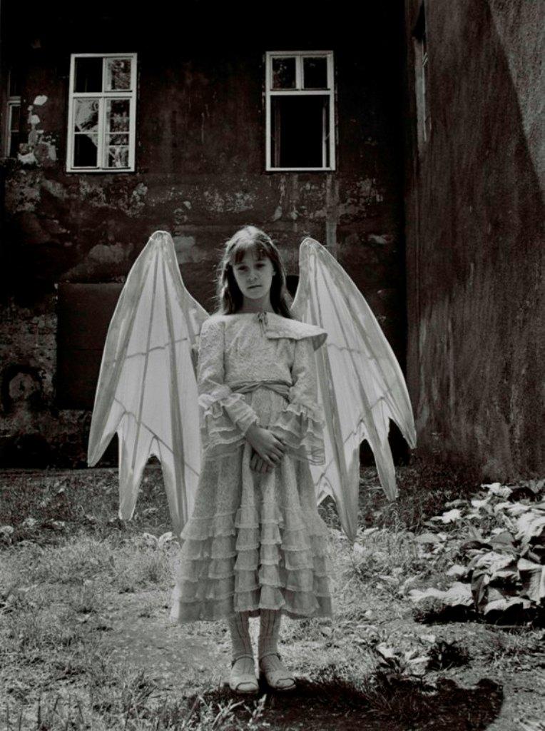 """Joanna Helander, """"Anioł z mojego podwórka"""" (źródło: materiały prasowe organizatora)"""
