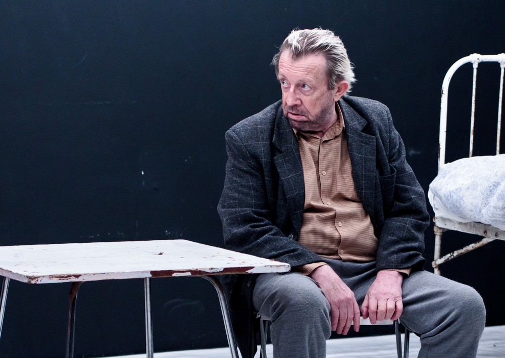 """Edward Linde-Lubaszenko w spektaklu """"Lęki poranne"""" Teatru Nowego z Krakowa, fot. Bazyli Brzózka (źródło: materiały prasowe organizatora)"""