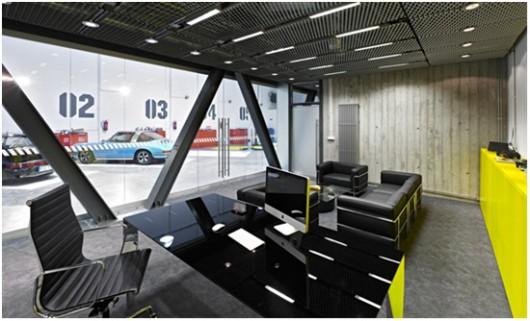 Biuro-garaż, proj. Ultra Architects (źródło: materiały prasowe organizatora)