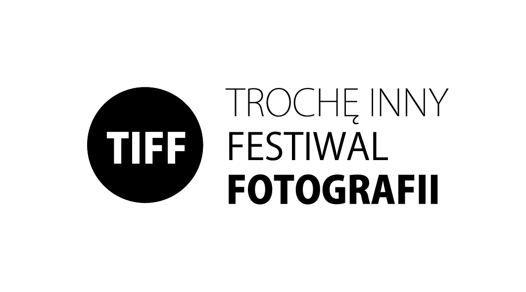 Trochę Inny Festiwal Fotografii, logo (źródło: materiały prasowe organizatora)