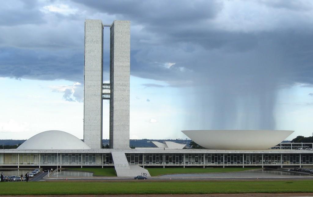 Budynek parlamentu Brazylii, Brasília (źródło: Wikipedia. Wolna Encyklopedia)