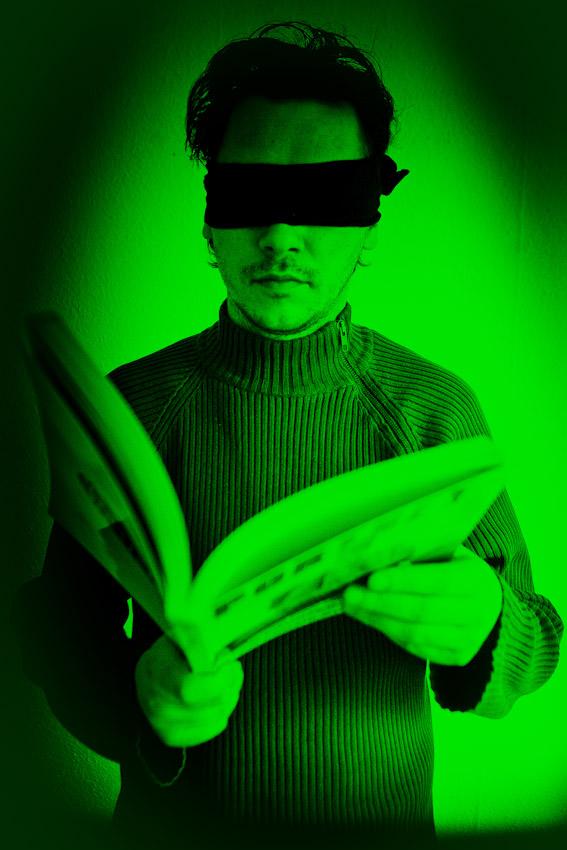 Czytanie w ciemności (źródło: materiały prasowe organizatora)