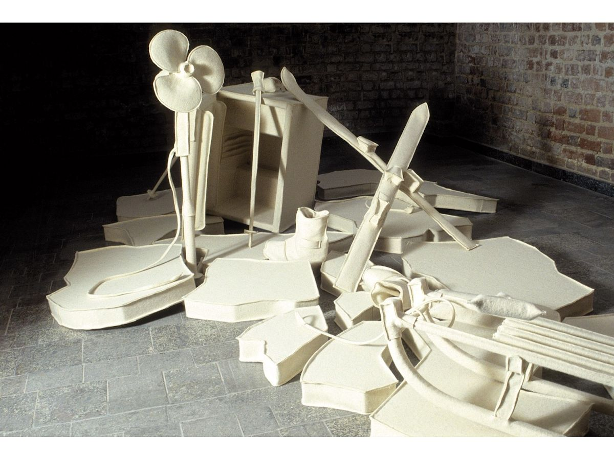 """Marcin Berdyszak, """"Kulturowy streotyp rozumienia twórczości Beuysa"""", Galeria Miejska we Wrocławiu, 2006 (źródło: materiały prasowe organizatora)"""