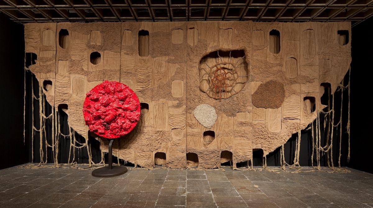 """Piotr Uklański, Bez tytułu (""""The Year We Made Contact""""), 2010, widok instalacji, Whitney Biennale, Whitney Museum, Nowy Jork, 2010, dzięki uprzejmości artysty (źródło: materiały prasowe organizatora)"""