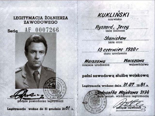 Ryszard Kukliński - legitymacja (źródło: Wikipedia. Wolna Encyklopedia)