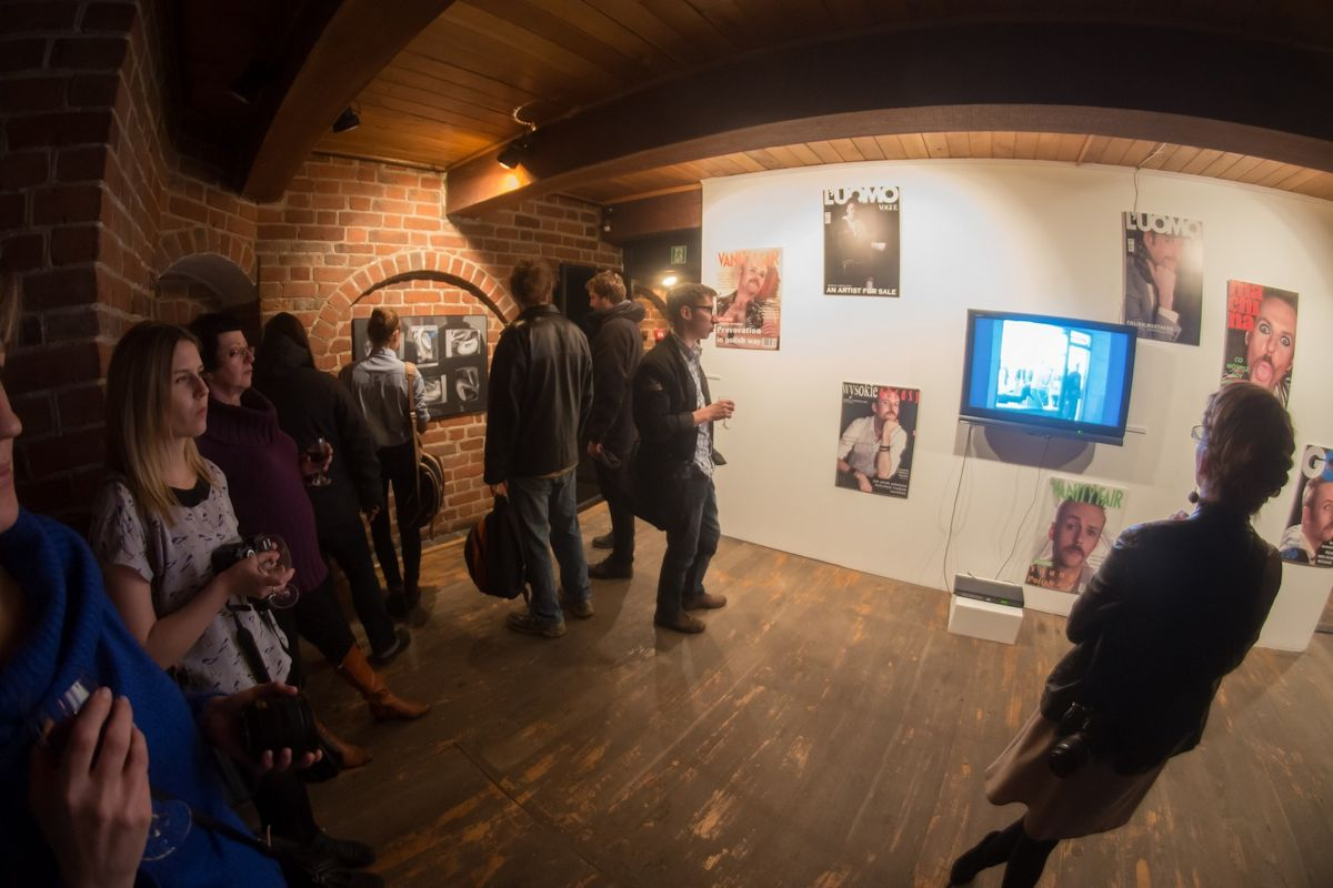 """Bartek Jarmoliński, """"Zderzenia"""", Baszta Czarownic w Słupsku, wernisaż, 18 stycznia 2013 r. (źródło: materiały prasowe organizatora)"""
