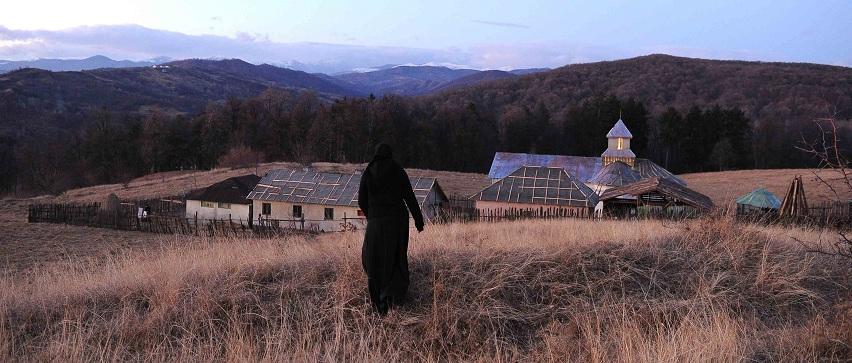 """""""Za wzgórzami"""", reż. Cristian Mungiu - kadr z filmu (źródło: materiały prasowe)"""