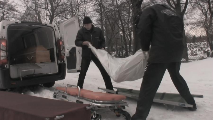 """Łukasz Surowiec, """"Szczęśliwego Nowego Roku – zima 2010"""", kadr z filmu, 2011(źródło: materiały prasowe organizatora)"""