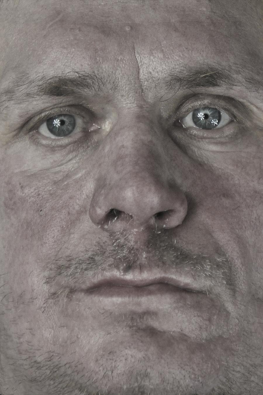 """Łukasz Surowiec, """"Wózki – portret złomiarza"""", 2012 (źródło: materiały prasowe organizatora)"""