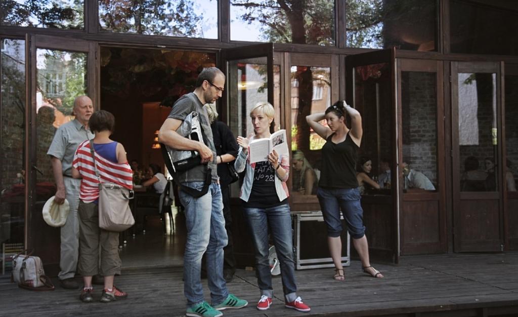 """""""City(W)rites"""", reż. Magdalena Piekorz - zdjęcie z planu, fot. Michał Sosna (źródło: materiały prasowe)"""