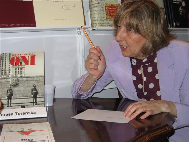 Teresa Torańska, Warszawa, maj 2005 roku, fot. Mariusz Kubik (źródło: Wikipedia Wolna encyklopedia)