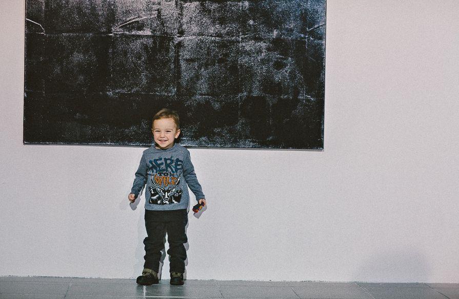 """Praca Tomasza Barana, wystawa """"Mleczne zęby"""", Galeria BWA w Katowicach, fot. Artur Berwisz (źródło: materiały prasowe organizatora)"""