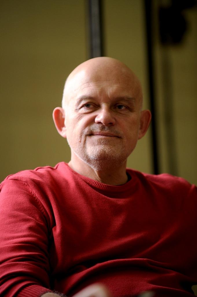 Adam Ferency - aktor, fot. Michał Wargin (źródło: materiały prasowe)
