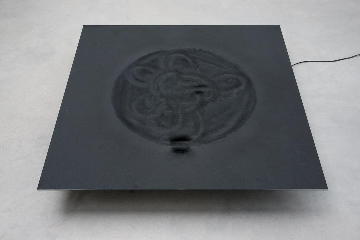 """Attila Csӧrgő, """"Drawing machine"""", 1992, instalacja, dzięki uprzejmości artysty i Galerii Gregor Podnar, Berlin–Lublana"""
