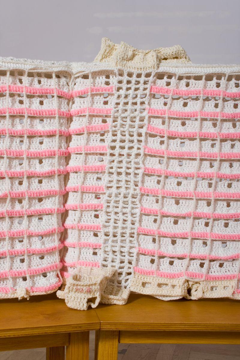 """Julita Wójcik, """"Falowiec / Wavy Block"""", 2005-2006, kolekcja Zachęty Narodowej Galerii Sztuki (źródło: materiały prasowe organizatora)"""
