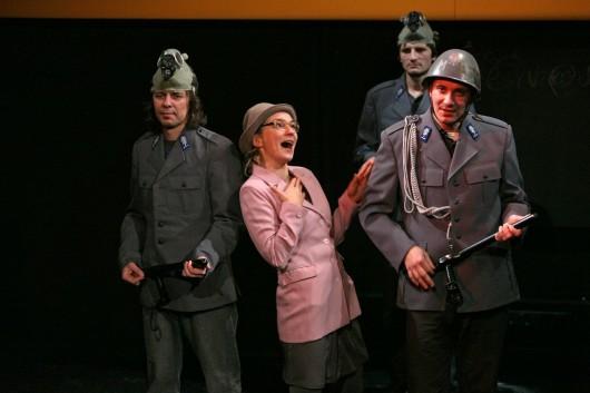 """""""Tak wiele przeszliśmy, tak wiele przed nami"""", reż. Piotr Ratajczak, Teatr Polski w Bielsku-Białej, fot. Lidia Polo (źródło: materiał prasowy)"""