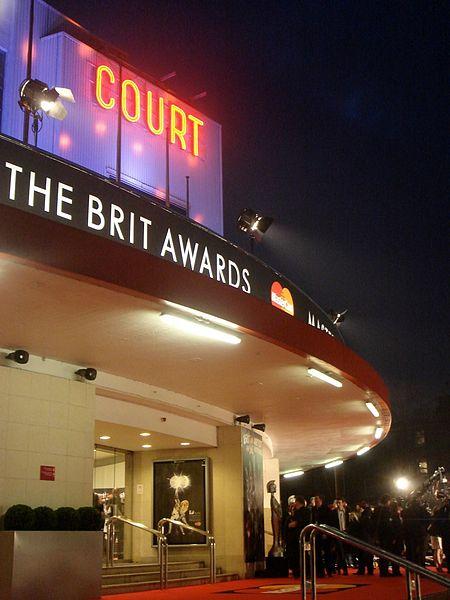 Wejście do Earls Court Exhibition Centre w którym odbyło się rozdanie statuetek BRIT Awards w 2008 roku