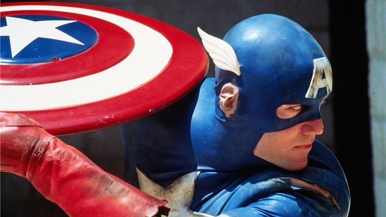 """""""Kapitan Ameryka"""", reż. Albert Pyun - kadr z filmu (źródło: materiały prasowe)"""
