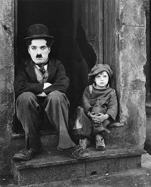 """""""Brzdąc"""", reż. Charles Chaplin - kadr z filmu (źródło: materiały prasowe)"""