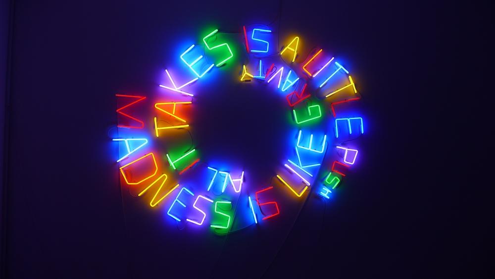 """Hubert Czerepok, """"Madness is Like Gravity"""", 2011, neon, 200 x 190 cm (źródło: materiał prasowy)"""