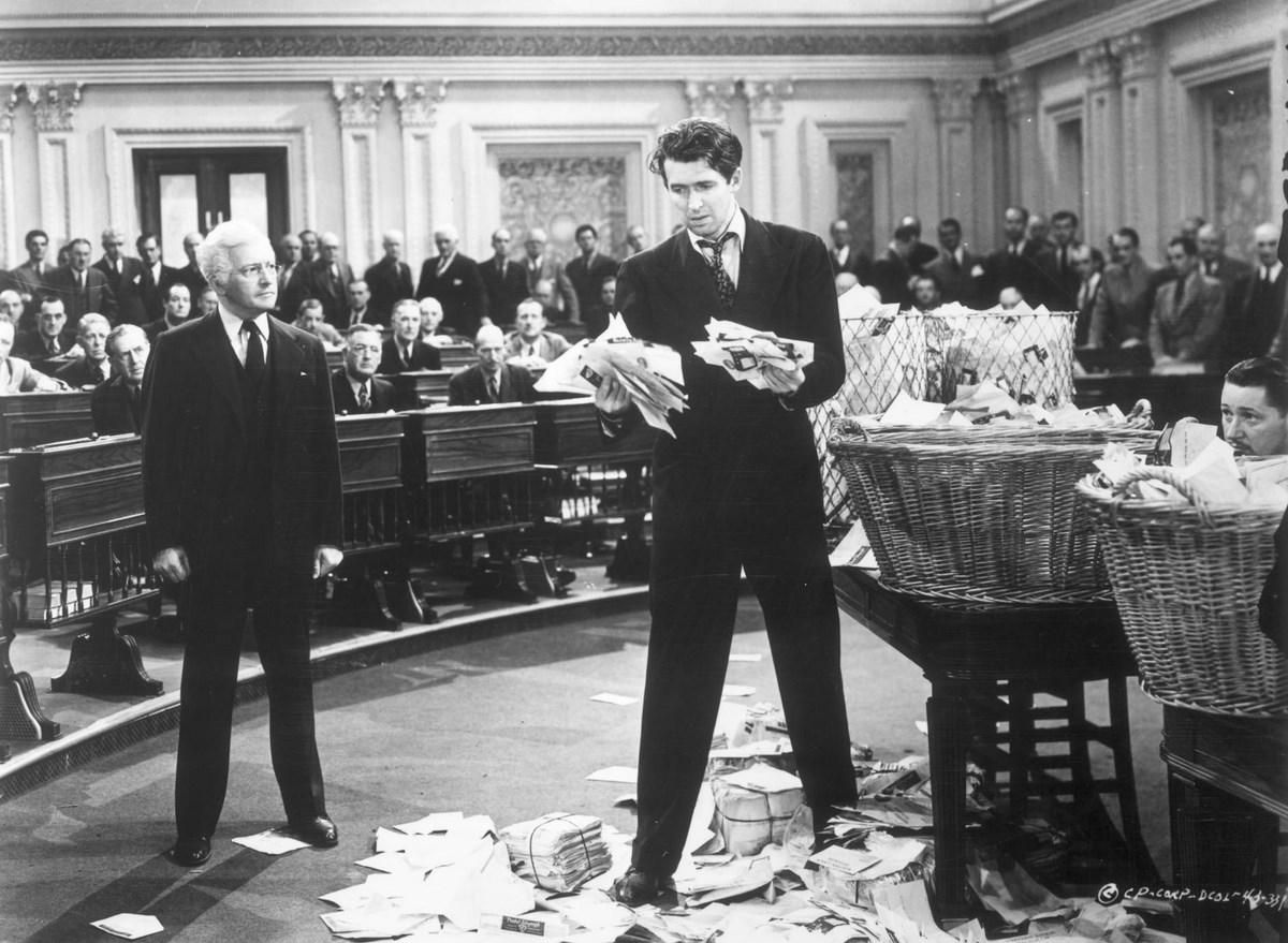 """Katarzyna Górna i Jakub Majmurek, """"Mr. Smith Goes to Washington"""", reż. Frank Capra, wideo (źródło: materiały prasowe organizatora)"""