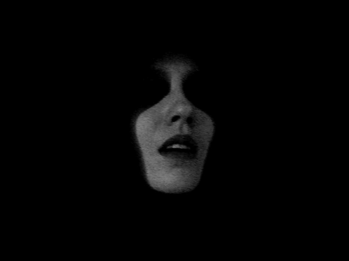"""Aneta Grzeszykowska, """"Black"""", 2007, kadr z filmu, dzięki uprzejmości Galerii Raster"""