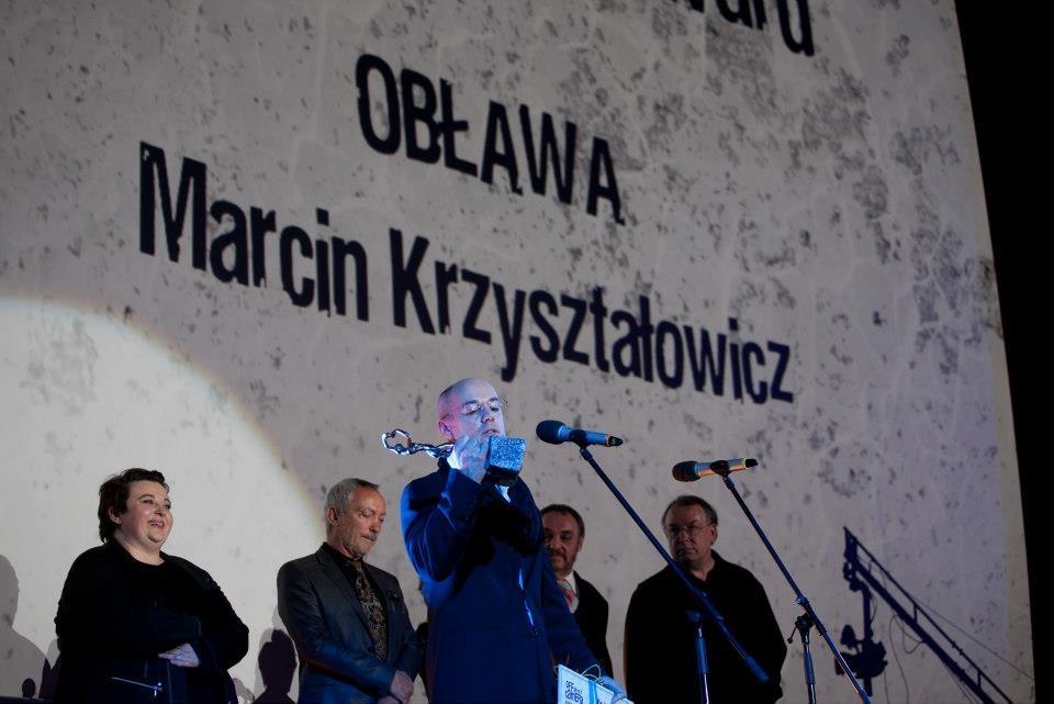 """Marcin Kryształowicz odbiera Krakowską Nagrodę Filmową za film """"Obława"""", fot. Joanna Pieczara (źródło: materiały prasowe)"""