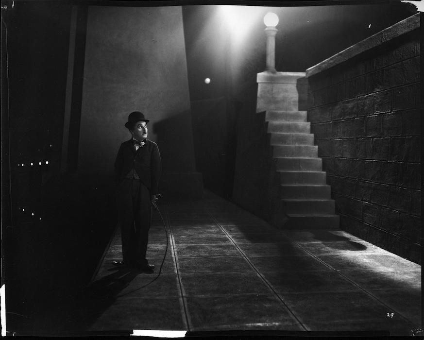 """Kadr z filmu """"Światła wielkiego miasta"""" (źródło: materiały prasowe dystrybutora)"""