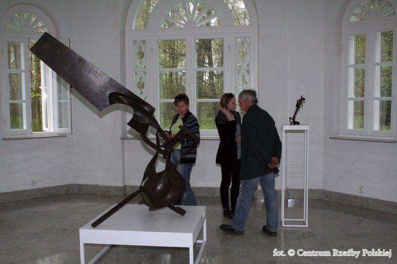 """Piotr Twardowski, wystawa """"Przestrzennie"""", Galeria Oranżeria w Centrum Rzeźby Polskiej w Orońsku (źródło: materiały prasowe organizatora)"""