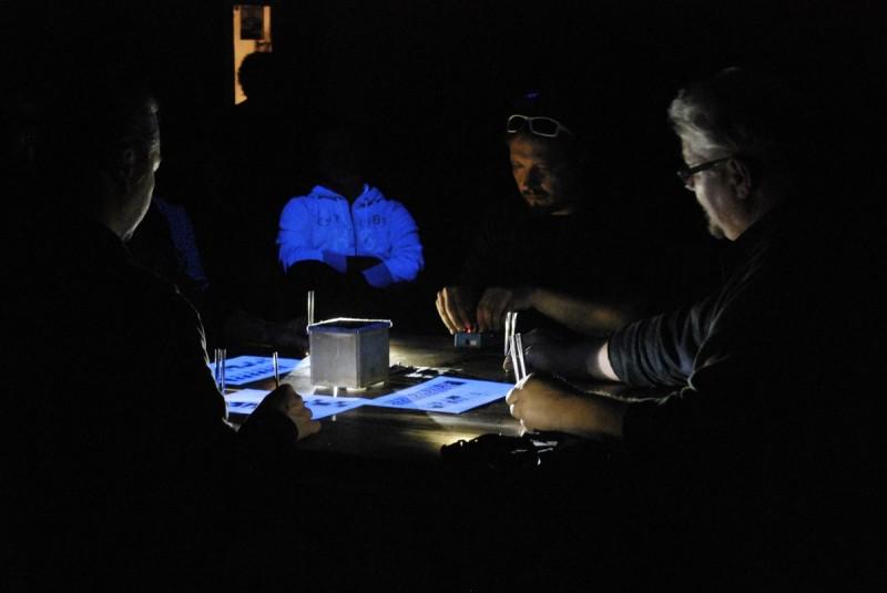 """Karbido, """"Table Around Cage"""", fot. Krzysztof Pawłowski (źródło: materiały prasowe organizatora)"""