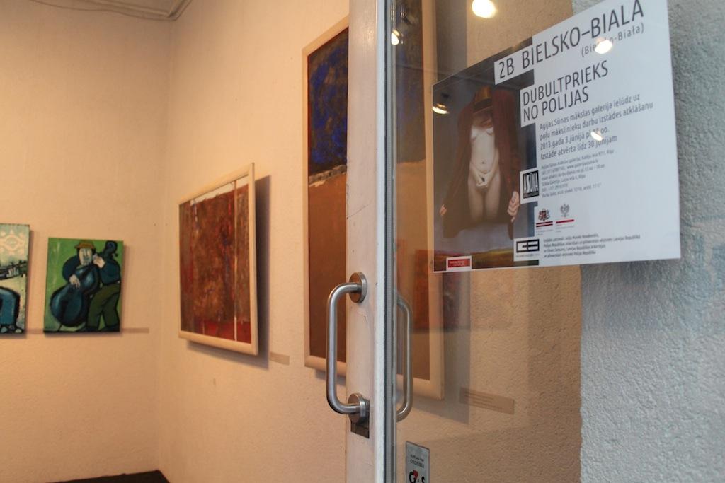 """Wystawa """"2B in Bielsko-Biała. Double Pleasure from Poland"""" w Agija Sūna Art Gallery w Rydze, fot. Justyna Łabądź (źródło: materiały prasowe organizatora)"""