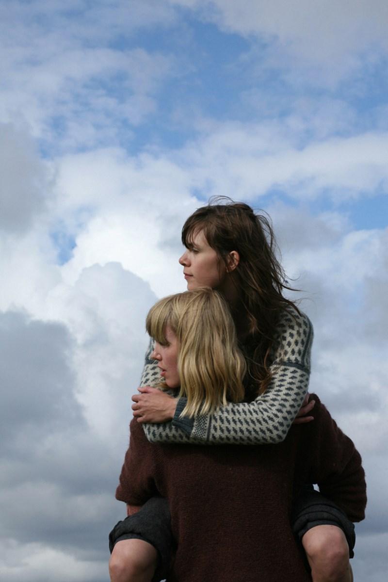 """Ellen Henriette Suhrke, Hilde Skevik, """"Herdla"""", 2011, Performed at the festival """"Between Sky and Sea III"""" in Herdla, Norway, foto: Nisa Ojalvo (źródło: materiały prasowe organizatora)"""