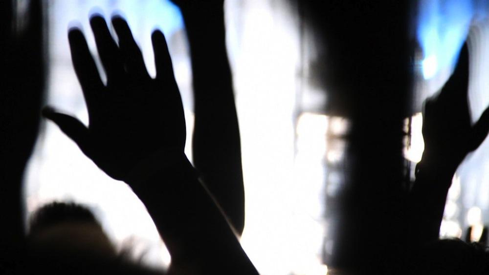 """Kadr z filmu """"Koniec czasu. Wszystko zaczyna się teraz"""" (źródło: materiały prasowe dystrybutora)"""