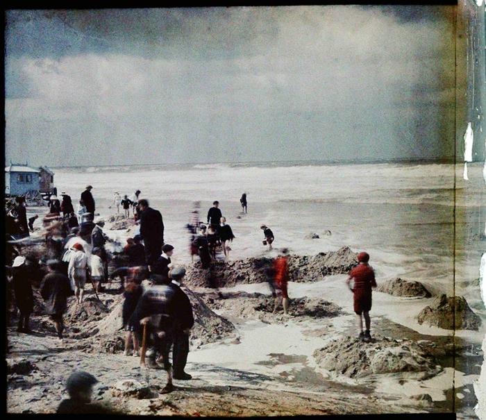 Na plaży w Ostendzie, 1908. Fot. Stanisław Wilhelm Lilpop / archiwum Muzeum w Stawisku / FOTONOVA