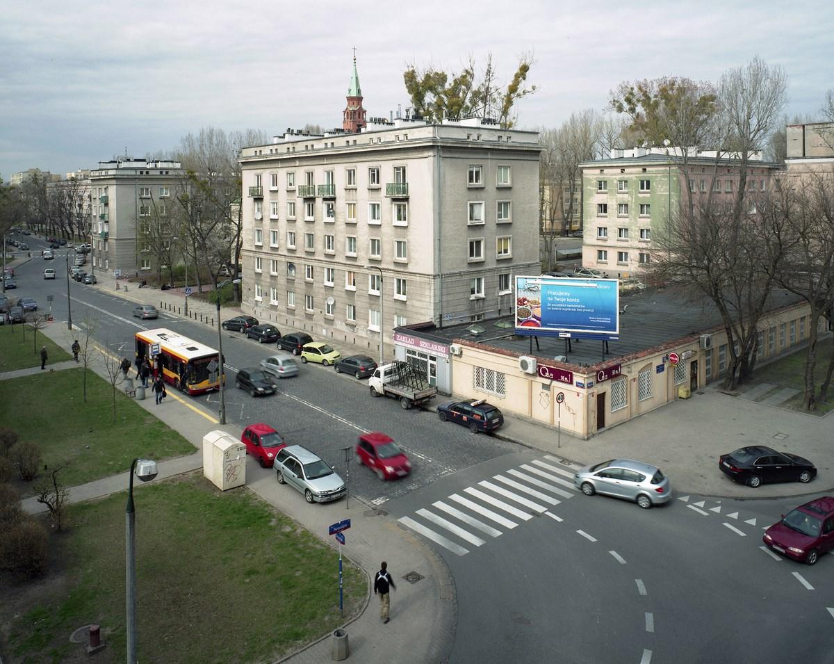 """ul. Nowolipie (Muranów), 18.04.2012, fotografia prezentowana na wystawie """"Inne Miasto"""" w warszawskiej Zachęcie (źródło: materiały prasowe organizatora)"""