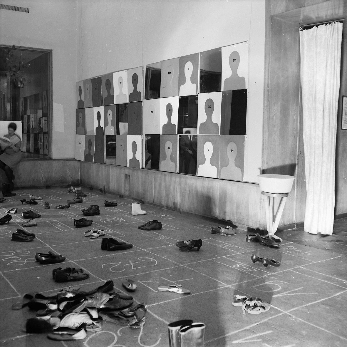 Wystawa Jarosława Kozłowskiego, Galeria Pod Moną Lisą, Wrocław 1968. Fot. Michał Diament. Kolekcja MWW (źródło: materiały prasowe organizatora)