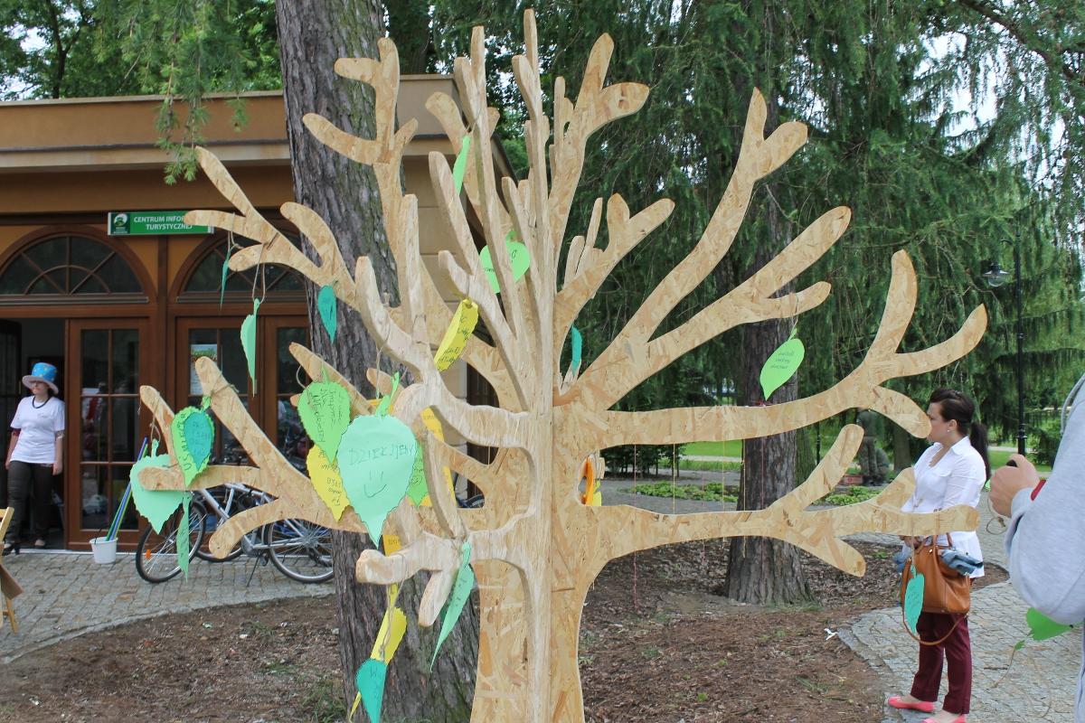 Małe Inne Brzmienia, drzewo (źródło: mat. prasowe)