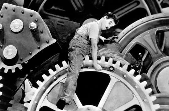 """Akademia Filmowa: Charlie Chaplin w filmie """"Dzisiejsze czasy"""" (źródło: materiały prasowe organizatora)"""