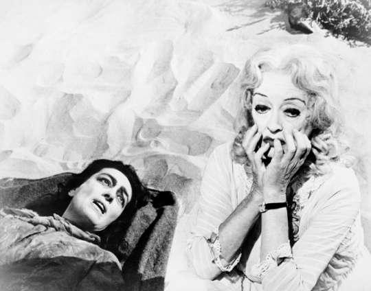 """Kadr z filmu """"Co się zdarzyło Baby Jane?"""" (źródło: materiały prasowe organizatora)"""