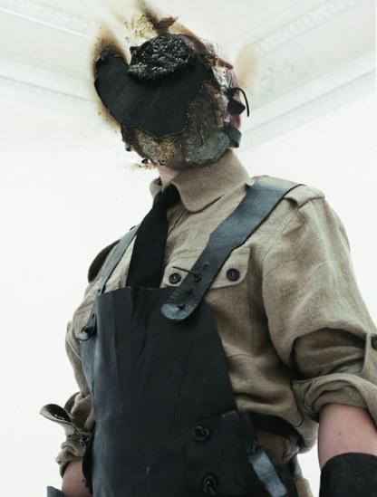 """Jan Manski, """"Possesia – Idol III"""", 2010, fotografia, 100x70cm. Dzięki uprzejmości artysty (źródło: materiały prasowe organizatora)"""