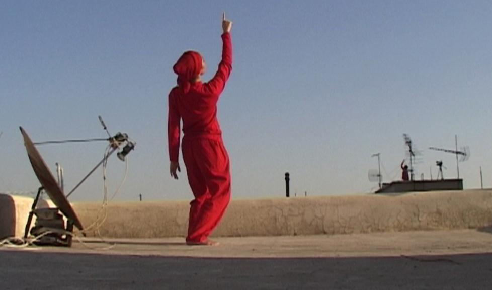 """Anahita Razmi, """"Roof Piece Teheran"""", kadr z wideo (źródło: materiały prasowe organizatora)"""