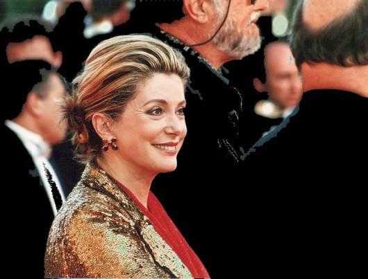 Catherine Deneuve na festiwalu w Cannes, 2000, fot. Rita Molnár (źródło: Wikimedia – zdjęcie w domenie publicznej)