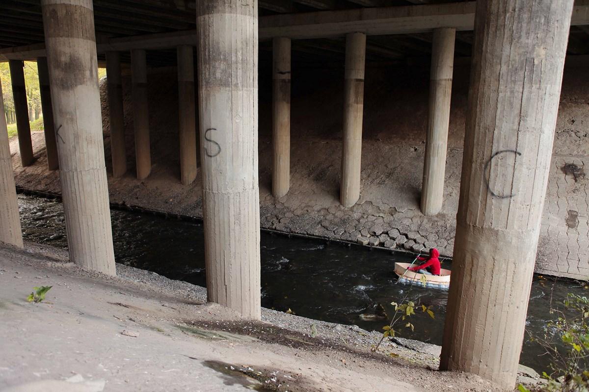 """Cecylia Malik, """"Prądnik pod Alejami Pokoju"""", z cyklu """"6 rzek"""", 2011-2012, foto: z archiwum artystki (źródło: materiały prasowe organizatora)"""