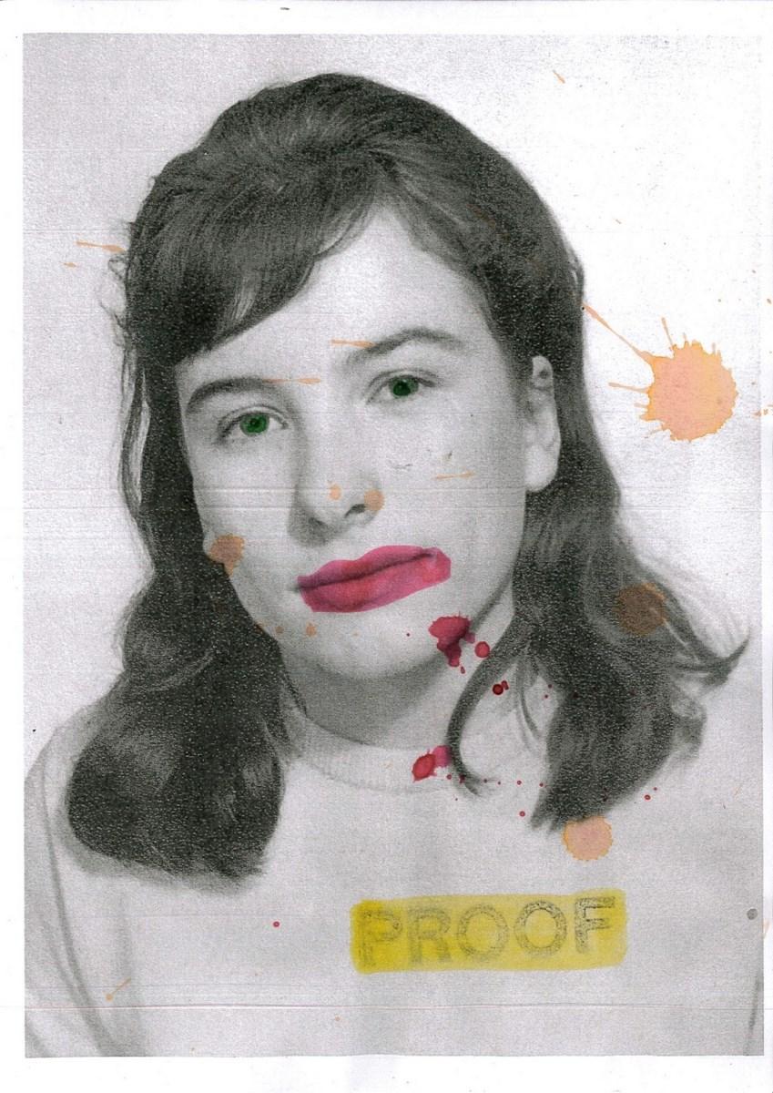 """Delaine Le Bas, """"Proof 1"""", kolorowy tusz na czarno-białej kserokopii, 2013 (źródło: materiały prasowe organizatora)"""