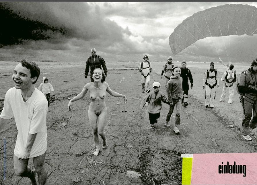"""Zbigniew Libera, """"Pozytywy"""", Nepal 2003-2004, zaproszenie na wystawę, fot. dzięki uprzejmości Atlasu Sztuki w Łodzi (źródło: materiały prasowe organizatora)"""