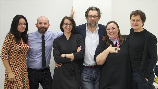Od lewej: Krystyna Łuczak-Surówka, Wojciech Trzcionka, Ewa Trzcionka, Piotr Voelkel, Zuzanna Skalska i Oskar Zięta po obradach w Concordii Design, fot. Iwona Gach (źródło: materiały prasowe organizatora)