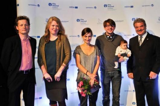 Maria Zbąska i operator Krzysztof Wiśniewski z członkami jury, fot. Film Festival Cottbus