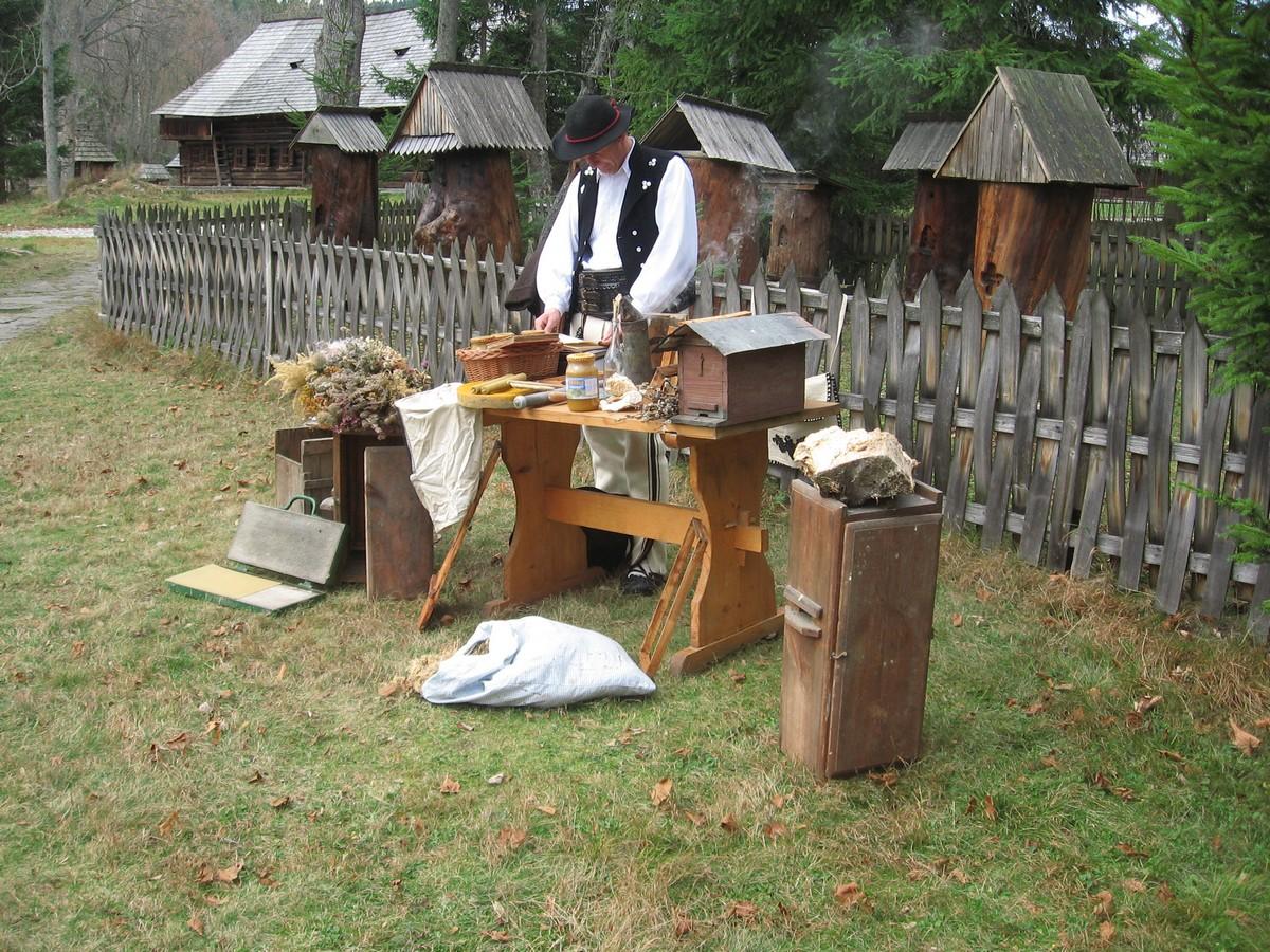 Otwarcie zmodernizowanej pasieki dworskiej w Muzeum – Orawskim Parku Etnograficznym, fot. Roman Ciok (źrodło: materiały prasowe)