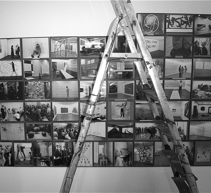 """Plakat wystawy """"Z prawdopodobieństwem, że ktoś zobaczy"""" (źródło: materiały prasowe organizatora)"""