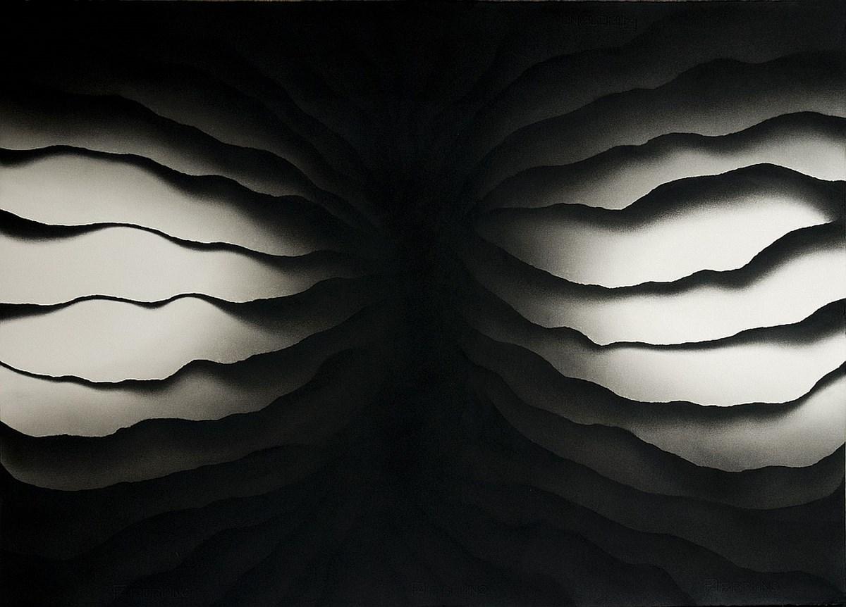 """Jarosław Grulkowski, z cyklu """"Przekrój poprzeczny przez wnętrze chmury"""" 2012/2013, węgiel, papier graficzny, 70 x 100 cm Fot. Materiały prasowe Galerii Bielskiej BWA"""